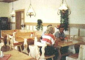Speisesaal der Gäststätte im Jahr 1990